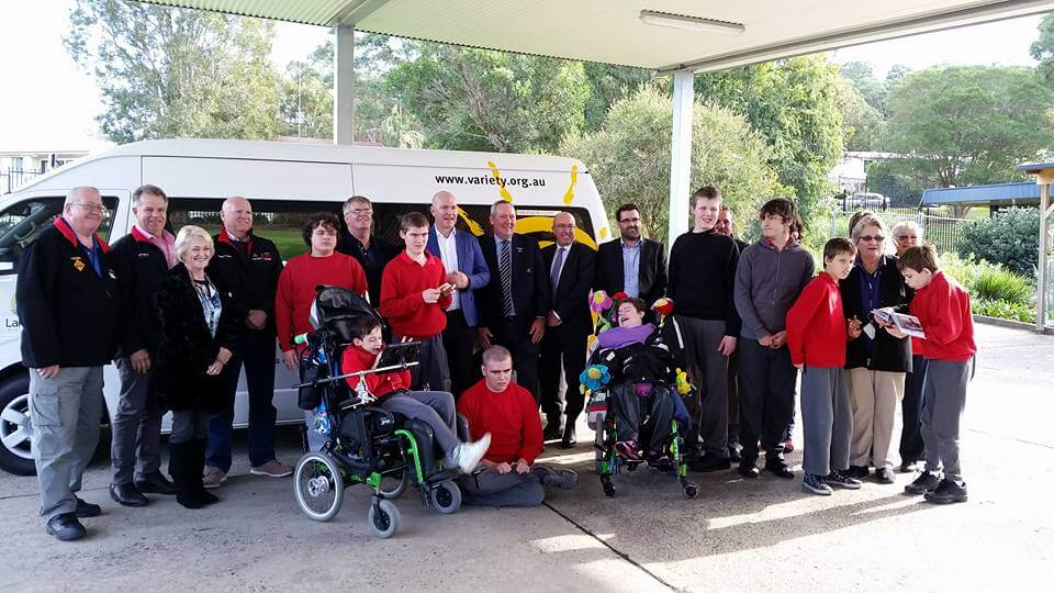 Community News: A New Bus for Lakeside School